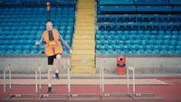 Déguisé en alto, ce jeune anglais s'apprête à battre un record mondial