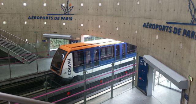 Gare RER de Roissy arrivant directement dans l'aéroport