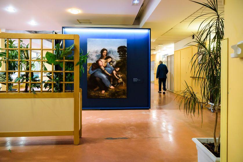 Installation de reproductions du Louvre à l'hôpital René-Muret de Sevran-Dispositif conçu par le musée du Louvre et scénographié par l'Atelier Collectif (David Lebreton, scénographe ; Emmanuel Labard, graphiste)