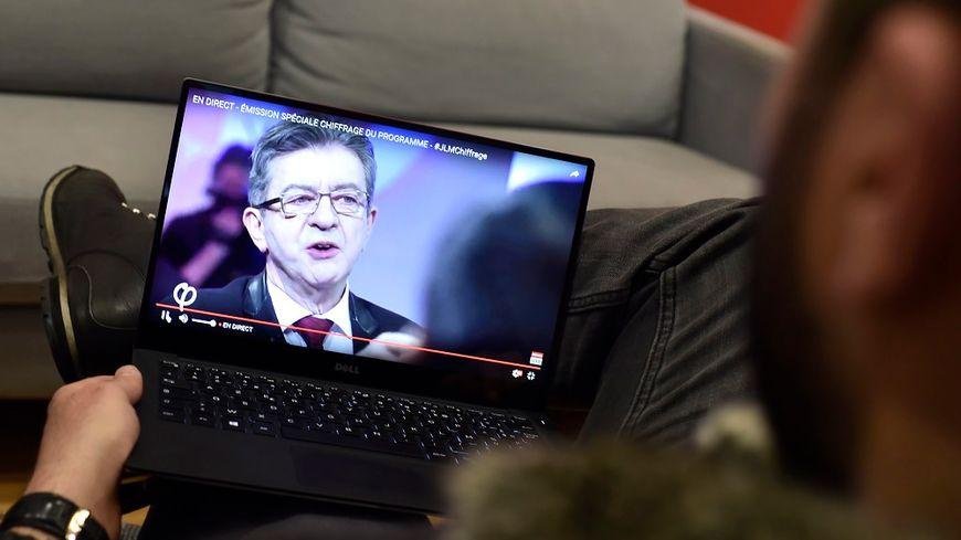 Jean-Luc Mélenchon est le candidat qui a le plus grand nombre d'abonnés à sa chaîne Youtube, plus de 240.000.