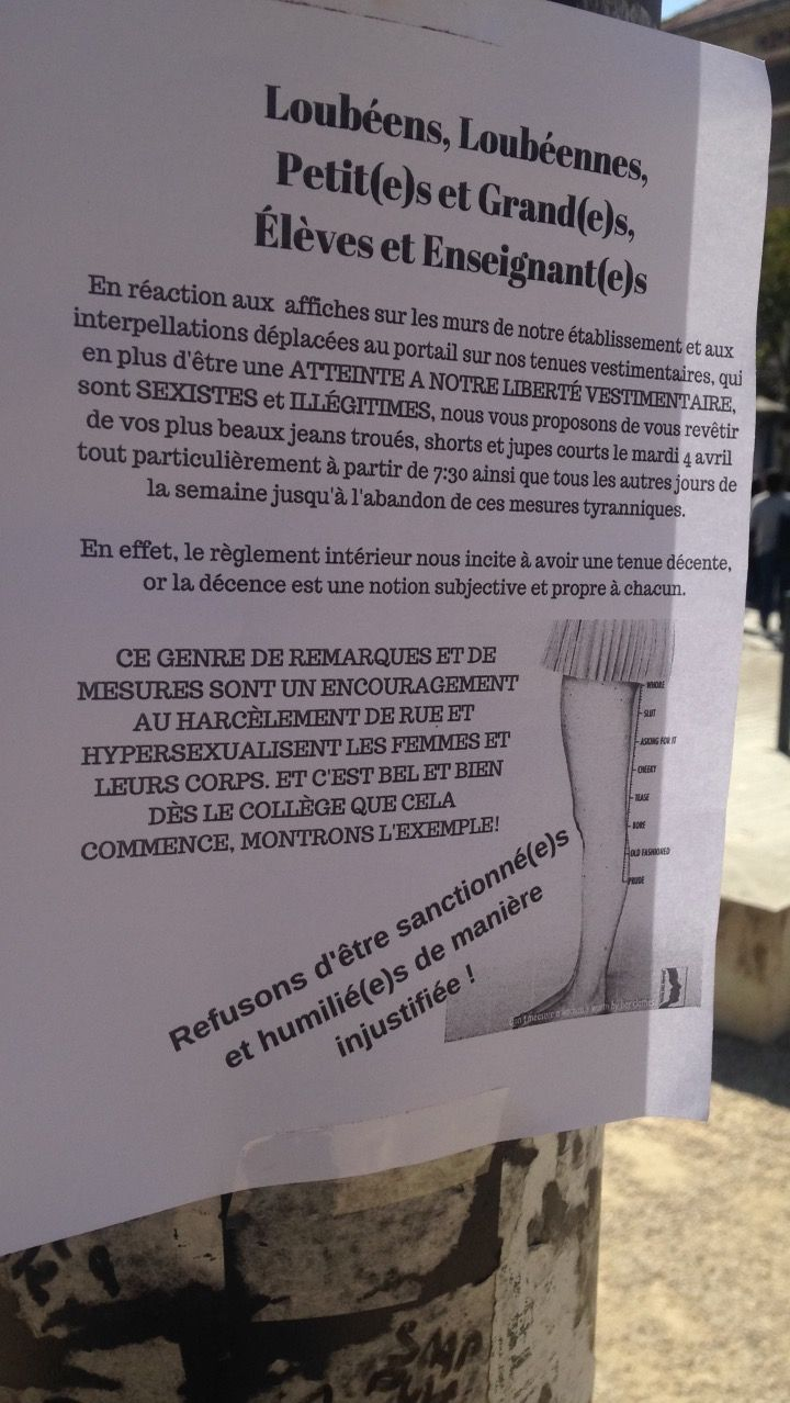 Une affiche placardée devant le lycée Loubet