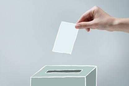 A six semaines du premier tour de l'élection présidentielle, l'abstention se situerait aux alentours de 32 % selon une enquête du Cevipof