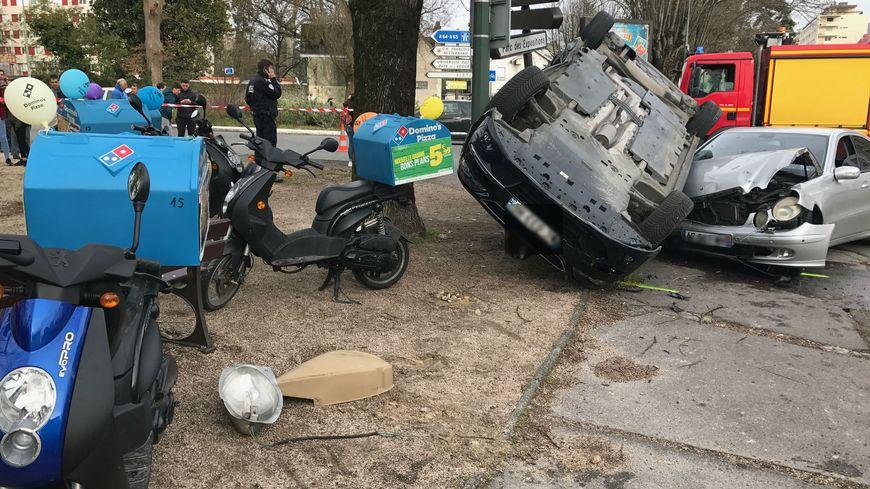 pau trois policiers bless s lors de l 39 accident de leur voiture en centre ville. Black Bedroom Furniture Sets. Home Design Ideas