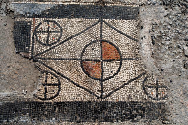 Mosaïque découverte à Uzès