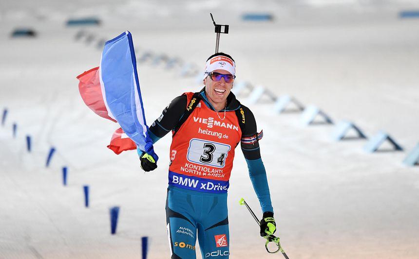Le Jurassien Quentin Fillon-Maillet boucle en vainqueur le relais mixte de la coupe du monde de biathlon de Kontiolahti (Finlande), le 12 mars 2017