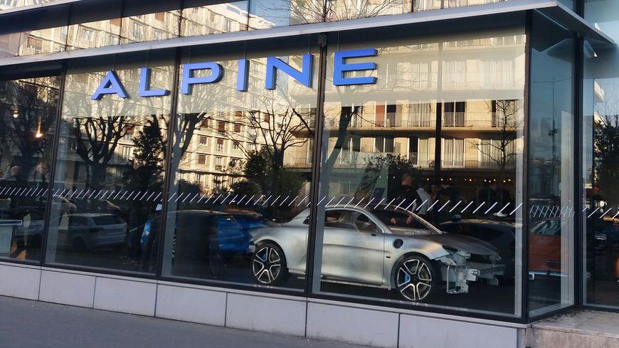 photos le premier showroom de la marque alpine est ouvert. Black Bedroom Furniture Sets. Home Design Ideas