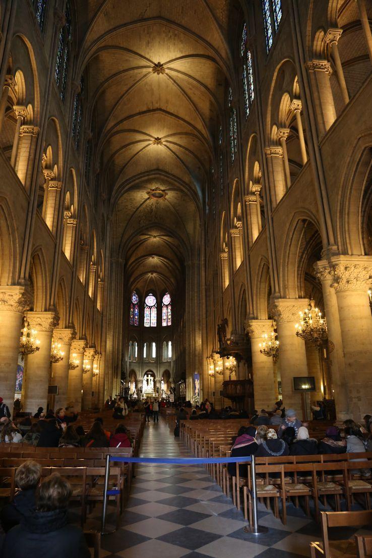Interieur de Notre Dame de Paris