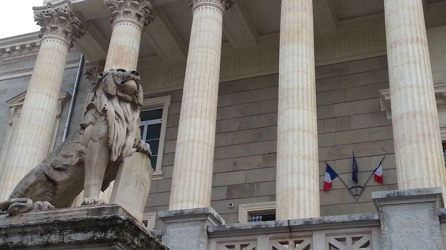 la cour d'assises de Saint-Étienne