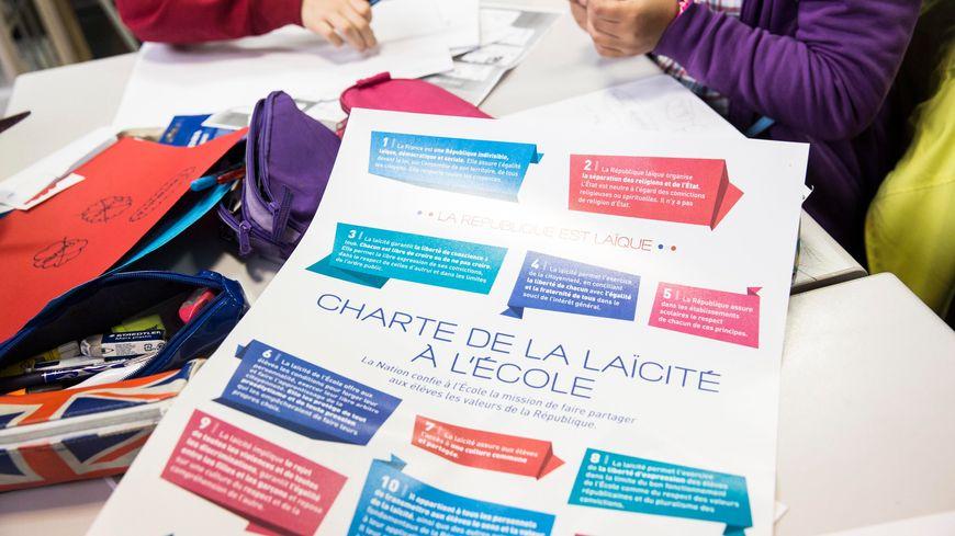 Depuis 2013, une charte est venue expliciter, dans les écoles, les textes fondateurs du principe de laïcité à l'école