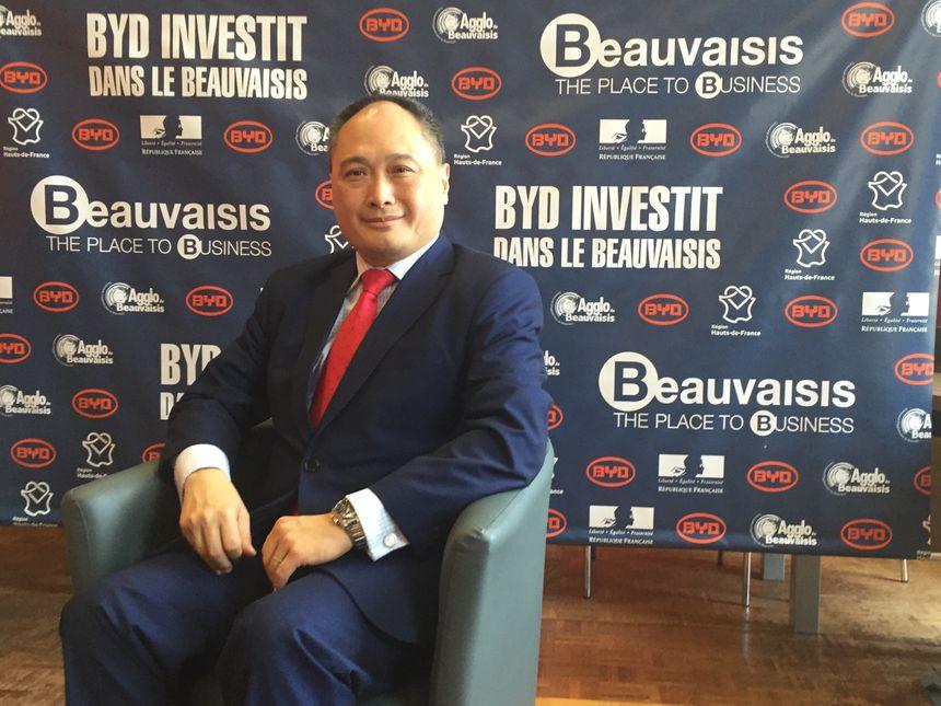 Isbrand Ho, directeur Europe de BYD, venu signer le contrat de pré implantation à Beauvais