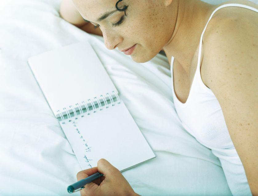 Femme écrivant
