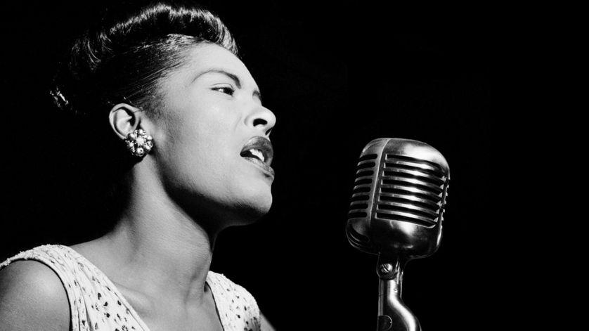 Billie Holiday en 1947 prise dans le club de jazz Downbeat de Manhattan.