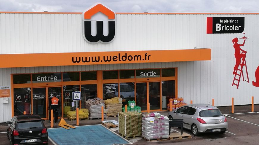 braquage au magasin weldom de semur en auxois. Black Bedroom Furniture Sets. Home Design Ideas