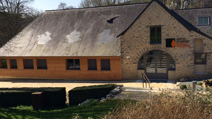 Le nouveau musée occupe le bâtiment qui accueillait avant le restaurant du site des grottes de Saulges.
