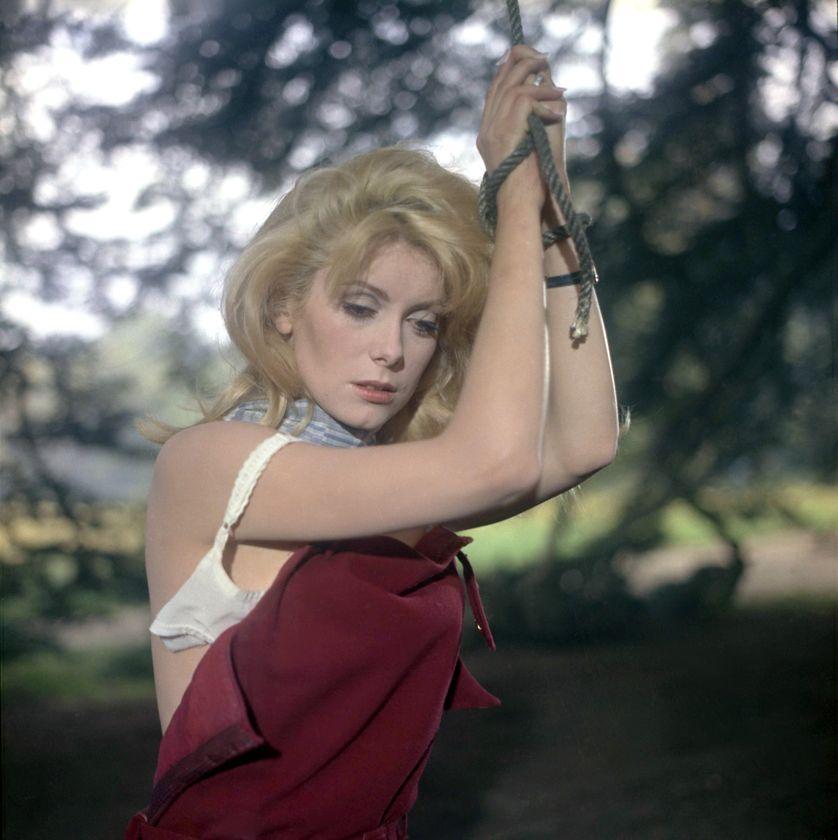 Catherine Deneuve dans le film Belle de Jour adapté d'une nouvelle de Jossef Kessel et réalisé par Luis Bunuel.