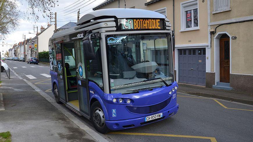 tours bollor assure t il correctement la maintenance des bus lectriques du r seau fil bleu. Black Bedroom Furniture Sets. Home Design Ideas