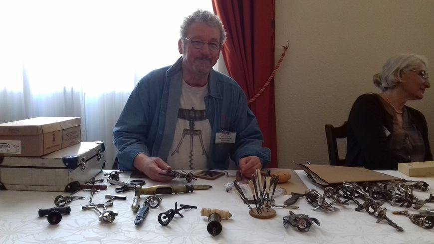 Khaled est venu de Saint-Brieuc pour partager sa passion du tire-bouchon.