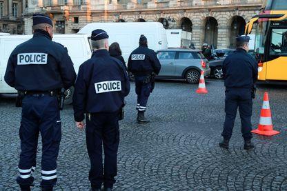 François Hollande a augmenté les effectifs de sécurité, mais pas résolu le problèmes des tâches indues chez les agents