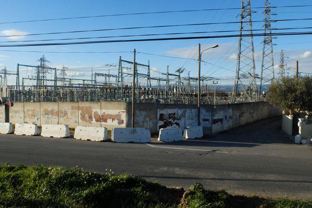 le poste EDF derrière lequel a été construit la cité de l'espérance en 1968