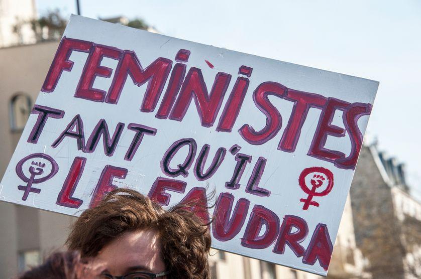 Manifestation du 8 mars à Bellevillle en 2015 (Pour 2016, l'AFP ne proposait quasi que des photos avec au 1er plan des Femen et leurs seins à l'air)