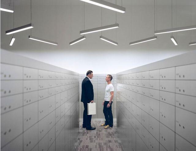 Tony Reynard et Christian Pauli, dans une des salles des coffres haute sécurité du Freeport de Singapour. Avec l'aimable autorisation des artistes