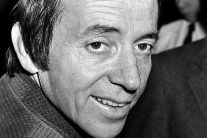 Pierre Bouteiller le 16 novembre 1976. En 1959, Pierre Bouteiller commence sur la jeune station privée Europe 1, en tant que reporter stagiaire. En 1969, il part pour France Inter où il présente plusieurs programmes et devient directeur (1989 à 1996)