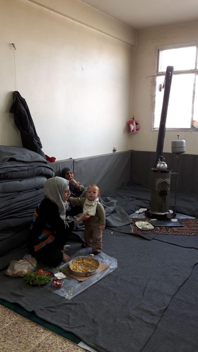 Chez les réfugiés de Palmyre à Homs. Les familles ont fui leur ville d'origine en décembre dernier
