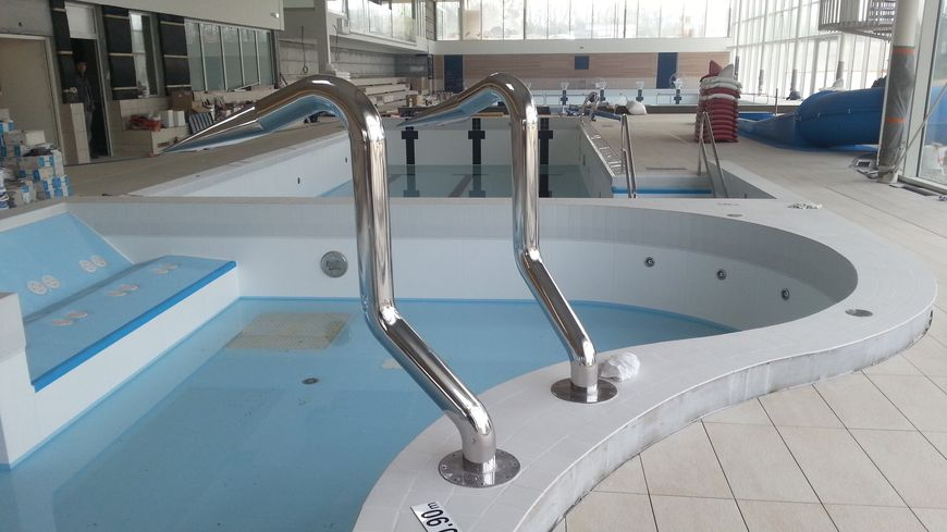 Le chantier de la nouvelle piscine de mayenne prend du retard for Piscine la vague
