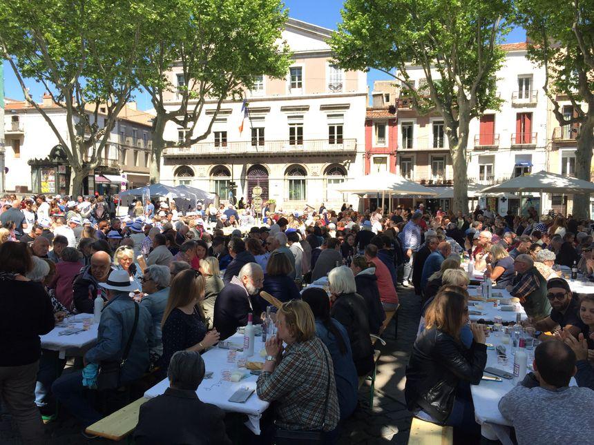 Un restaurant à ciel ouvert sur la place du Pouffre à Sète