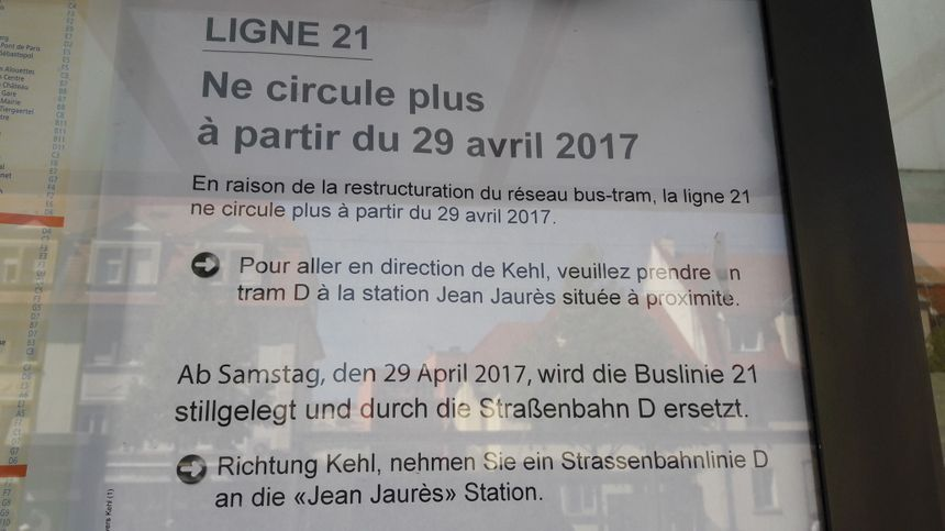 Affiches annonçant la fin de la ligne de bus 21 reliant Strasbourg et Kehl, en avril 2017