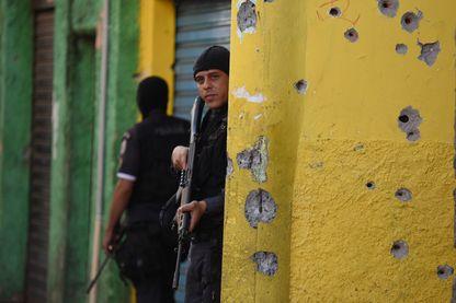 Opération anti-drogue de la police à Rio de Janeiro