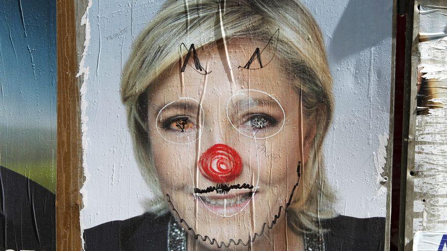 Une affiche détournée de Marine Le Pen.