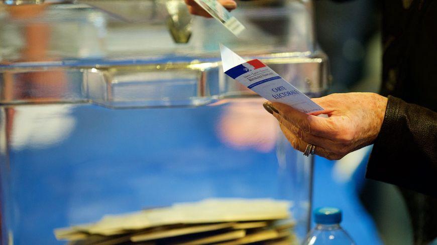 Selon des résultats partiels,  Marine Le Pen arrive en tête du 1er tour de l'élection présidentielle dans le Gard
