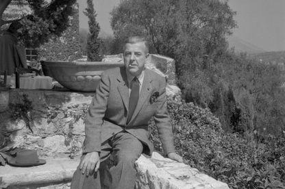 Le poète Jacques Prévert en 1948 dans sa maison de St Paul de Vence