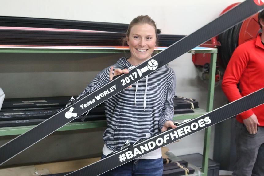 Tessa Worley et sa nouvelle paire de skis griffée à son nom