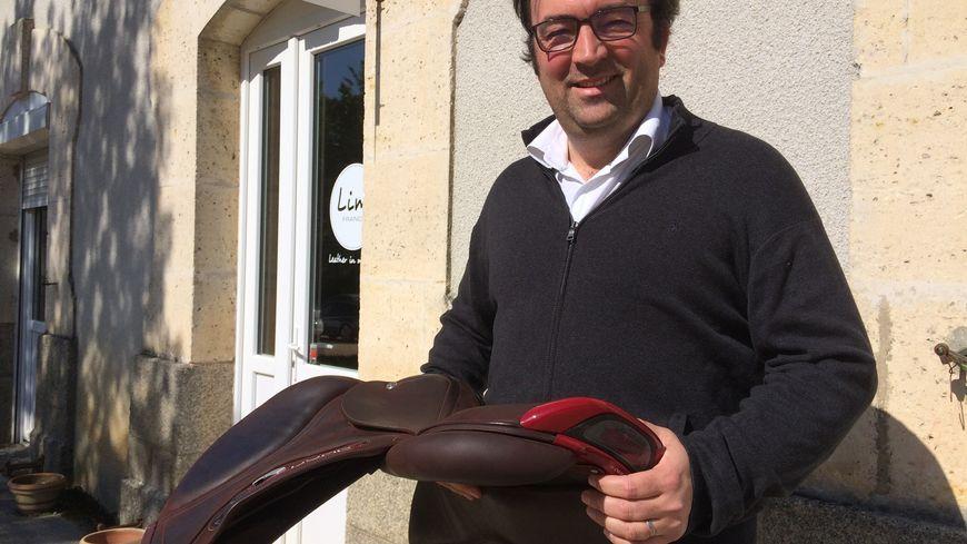 Laurent Duray, le PDG de CWD avec sa selle de haute technologie