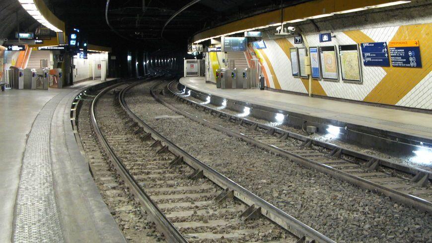 La station Saint-Michel-Notre-Dame dans le tunnel du RER C est désormais couverte par la 4G