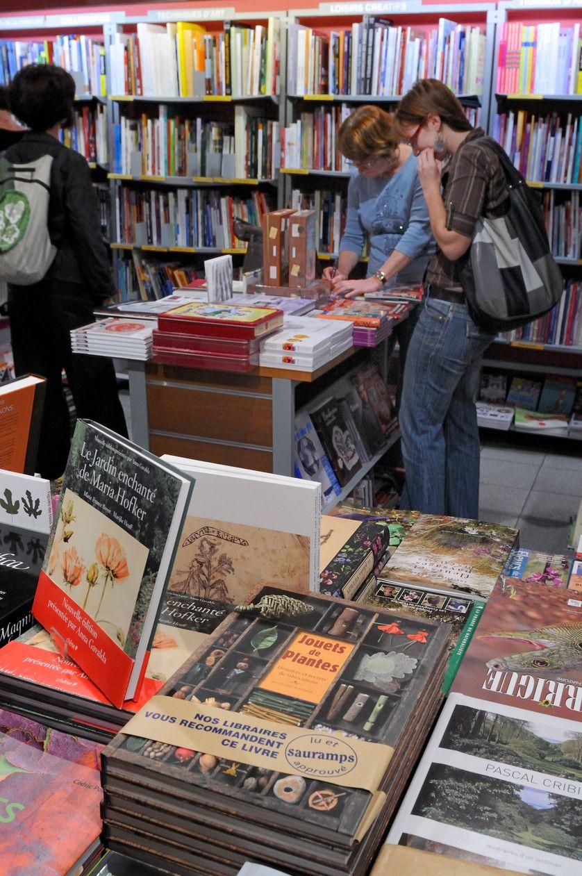 """""""Lu et approuvé"""" : les recommandations du libraire Sauramps à Montpellier en 2011 ; aujourd'hui la librairie est en redressement judiciaire : désaffection du centre-ville?"""