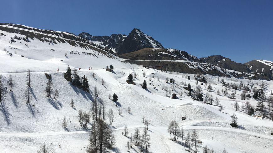 La neige commence à se faire rare sur les pistes d'Isola 2000.