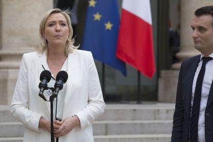 """Marine Le Pen, candidate du Front National et partisane d'un """"Frexit"""" : une sortie de l'Union Européenne pour la France. A ses côtés, Florian Philipot"""