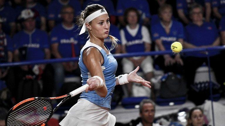 La France s'est maintenue dans l'élite de la Fed Cup en battant l'Espagne grâce à l'ultime victoire de Kristina Mladenovi
