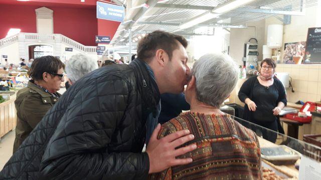 Alain Chrétien sur le marché de Vesoul