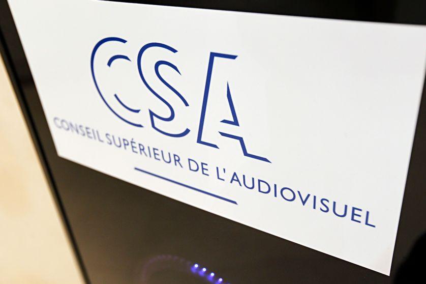 Le logo du Conseil supérieur de l'audiovisuel, à Paris, en 2012