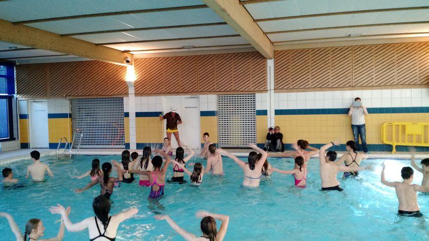 Insolite la piscine d 39 auxerre transform e en piste de danse - Piscine municipale roubaix ...