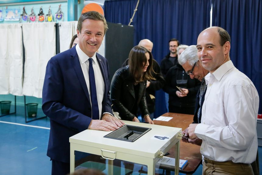 Nicolas Dupont-Aignan a voté dimanche matin à Yerres.