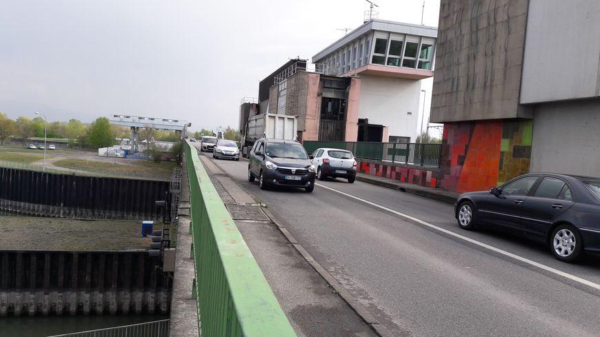 Gambsheim Le Pont Sur Le Rhin Ferme Trois Mois Pour