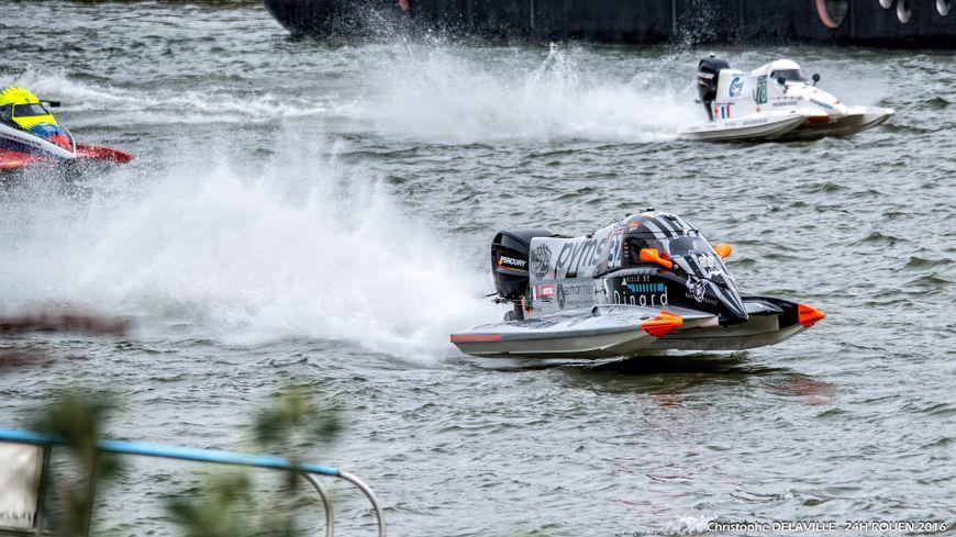 Le départ des 24h motonautiques de Rouen 2017 a été donné avec 40 minutes de retard ce dimanche 30 avril.