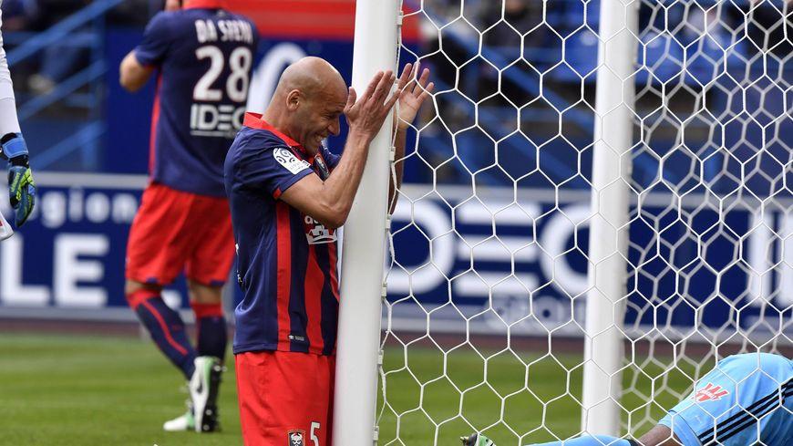 Alaeddine Yahia est passé tout proche de marquer mais Caen a bien sombré face à l'OM (1-5)