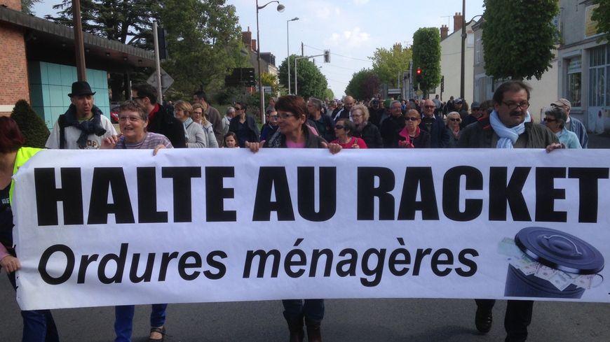 200 personnes ont manifesté dans les rues de Châteauneuf-sur-Loire