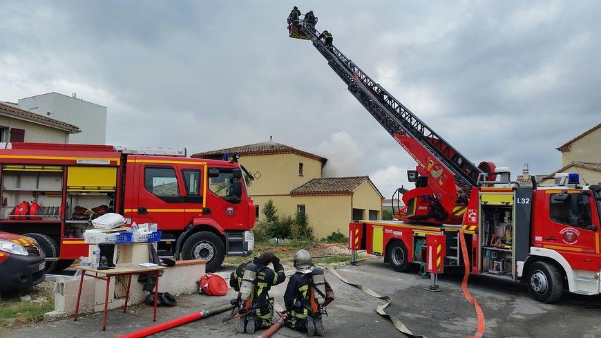 Plus de 80 hommes s'entraînent sur cinq maisons vouées à la démolition.